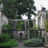 Iford_Manor_-_garden_03